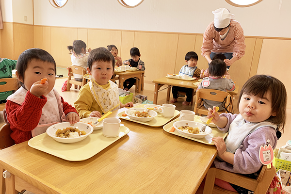 1歳児給食の様子